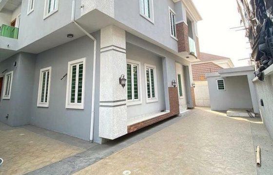 A spacious 5 bedroom detached duplex.